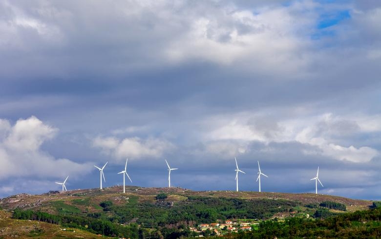 Wind farm in Portugal (StockPhotosArt | Shutterstock.com)