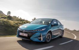 Toyota trims launch price for new Prius Plug-in...